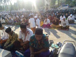 15-kodim-0829-bangkalan-gelar-sholat-idul-adha-1437h-2016-m-3