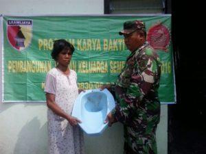 3. Peduli Kesehatan Lingkungan, Koramil Benowo Bantu Bangun Jamban Untuk Warga