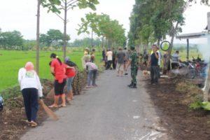 74-503-kostrad-dan-masyarakat-bersihkan-jalan-1