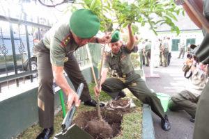 KUNJUNGAN KERJA PANGDAM VBRW MAYJEN TNI I MADE SUKADANA  S.I.P  DI KODIM 0803MADIUN (2)