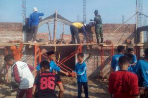 koramil-080413-bendo-karya-bhakti-membantu-pembangunan-masjid-al-mathlubin-di-mts-n-desa-tanjung-kecamatan-bendo-4