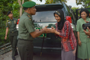Kunjungan Pangdam V ke rumah Bpk Suwarni (7)