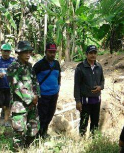 TNI DAN MASYARAKAT BAHU MEMBAHU MELAKSANAKAN MENGAWALI PRA TMMD KE 97 3