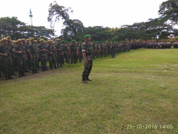 11-personel-kodim-0830-su-back-up-pengamanan-pilkades-serentak-di-bangkalan-a