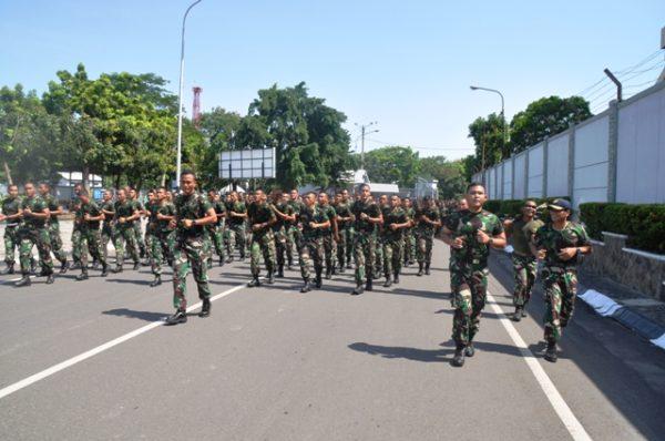19-prajurit-koarmatim-laksanakan-lari-siang-bersama-2