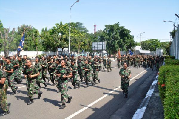 19-prajurit-koarmatim-laksanakan-lari-siang-bersama-4