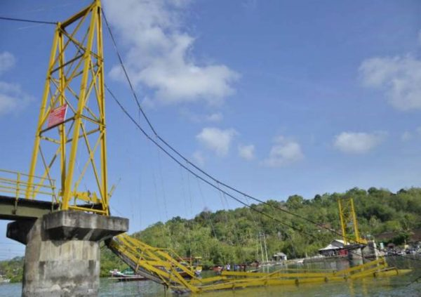 5-jembatan-kuning-yang-ambruk
