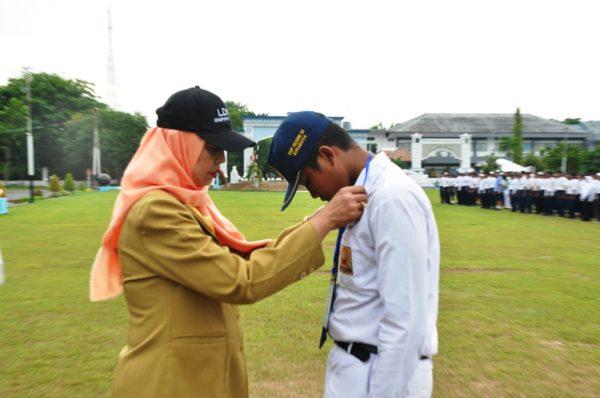 07-915-siswa-smp-dan-mts-se-kota-surabaya-belajar-kepemimpinan-dari-prajurit-tni-al-1