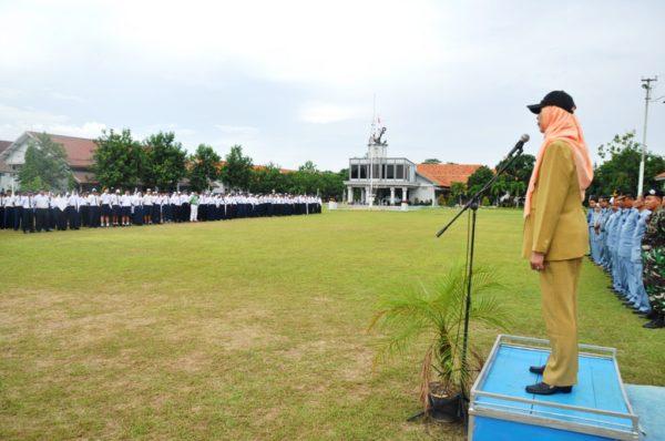 07-915-siswa-smp-dan-mts-se-kota-surabaya-belajar-kepemimpinan-dari-prajurit-tni-al-2