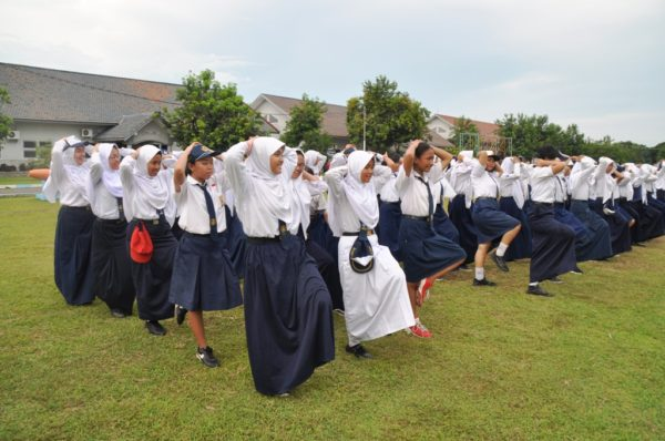 07-915-siswa-smp-dan-mts-se-kota-surabaya-belajar-kepemimpinan-dari-prajurit-tni-al-4