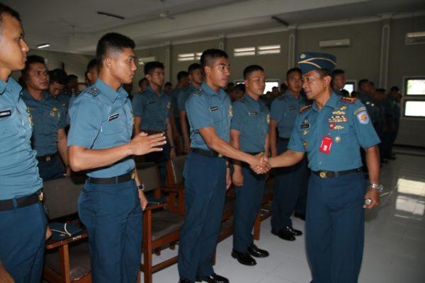 08-komandan-kolataramatim-tutup-kursus-perwira-remaja-aal-angkatan-61-1