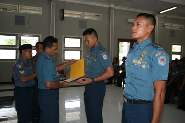 08-komandan-kolataramatim-tutup-kursus-perwira-remaja-aal-angkatan-61-2
