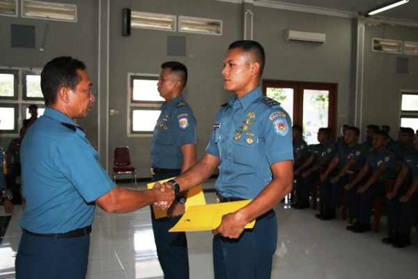 08-komandan-kolataramatim-tutup-kursus-perwira-remaja-aal-angkatan-61-3