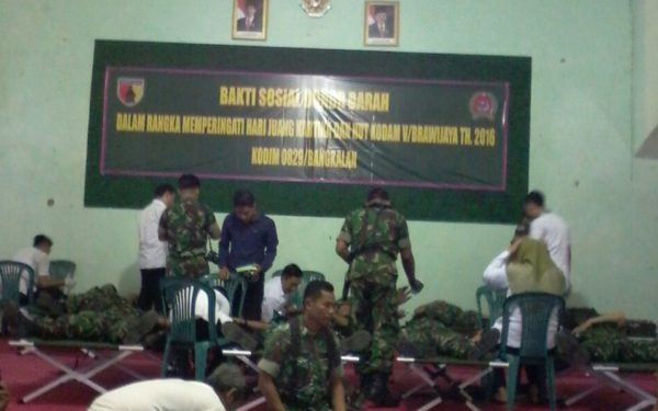 1-hut-kodam-v-brawijaya-dan-hjk-kodim-bersama-pmi-bangkalan-gelar-donor-darah-f
