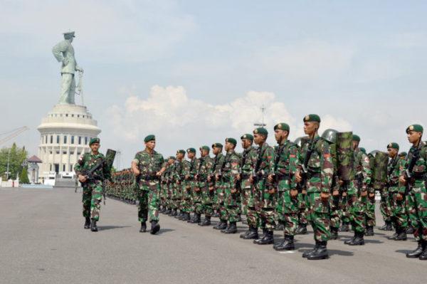10-yonif-pr-502-kostrad-siap-menjaga-perbatasan-ri-malaysia-1