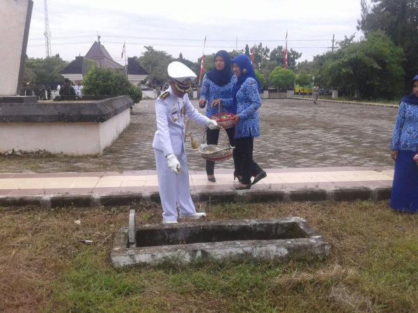 101116-bpo-hari-pahlawan-2