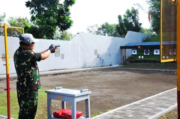 16-pejabat-teras-koarmatim-mantapkan-kemahiran-menembak-1