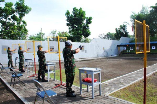 16-pejabat-teras-koarmatim-mantapkan-kemahiran-menembak-2