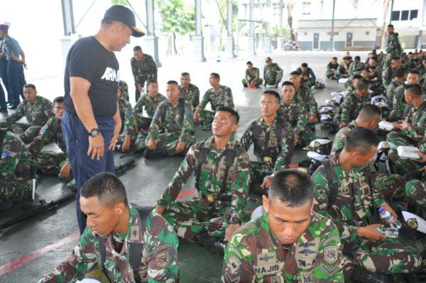 25-kasarmatim-pasukan-upacara-harus-mampu-berdiri-tegak-demi-panji-panji-armada-timur-4