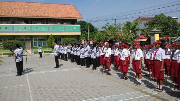 3-personel-kodim-0829-bangkalan-ikuti-upacara-hari-guru-nasional-6