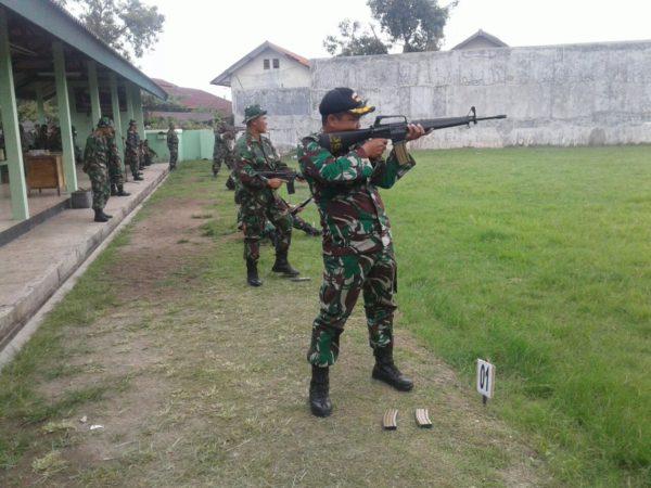 3-prajurit-kodim-0830-su-_tingkatan-kemampuan-prajurit-dengan-latihan-menembak_-a
