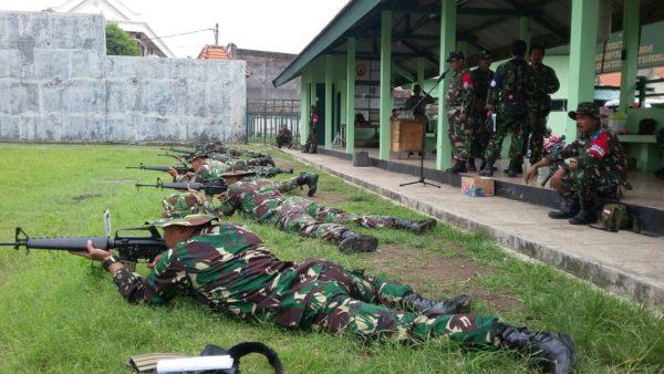3-prajurit-kodim-0830-su-_tingkatan-kemampuan-prajurit-dengan-latihan-menembak_-b
