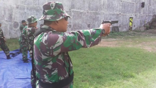 3-prajurit-kodim-0830-su-_tingkatan-kemampuan-prajurit-dengan-latihan-menembak_