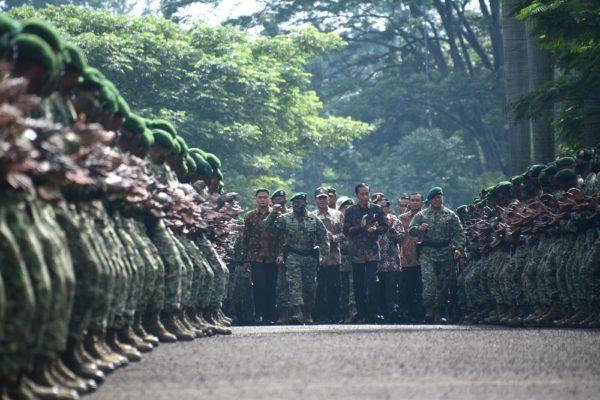 37-presiden-joko-widodo-kunjungi-pasukan-kostrad-2