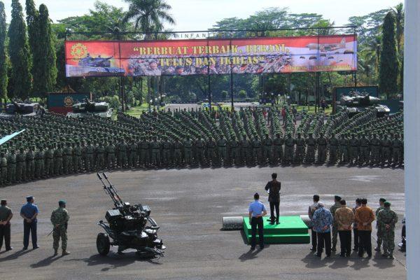 37-presiden-joko-widodo-kunjungi-pasukan-kostrad-4