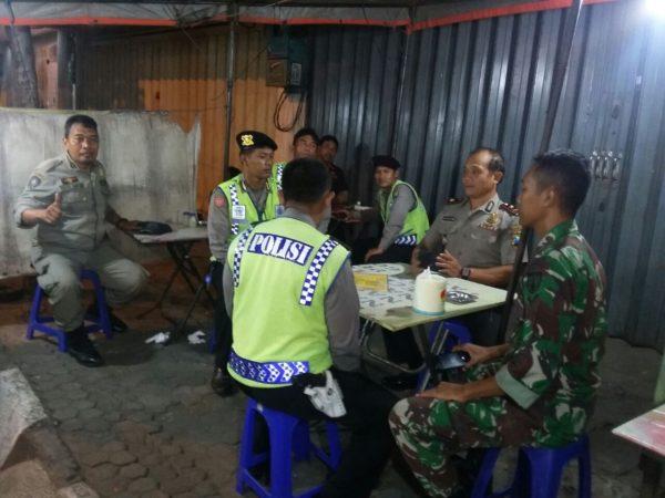 4-sinergi-dalam-tugas-tni-polisi-surabaya-gelar-patroli-gabungan-d
