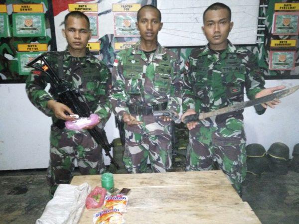 75-satgas-yonif-413-kostrad-dapat-pistol-dan-ganja-3