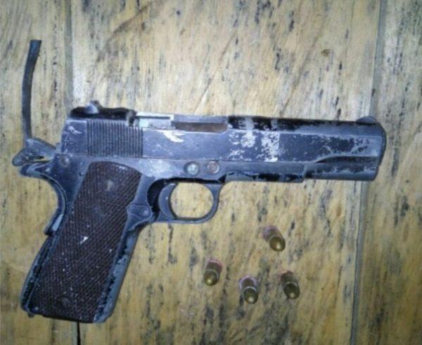 75-satgas-yonif-413-kostrad-dapat-pistol-dan-ganja-4