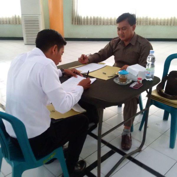 8-pasiintel-kodim-bangkalan-laksanakan-tes-tertulis-calon-tni-di-korem-084-bhaskara-jaya-a