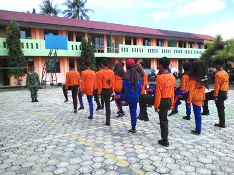babinsa-koramil-09-kawunganten-bentuk-kedisiplinan-pelajar-1