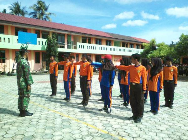 babinsa-koramil-09-kawunganten-bentuk-kedisiplinan-pelajar-2