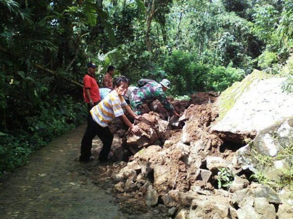 bencana-penggeseran-tanah-terjadi-di-cimanggu-2