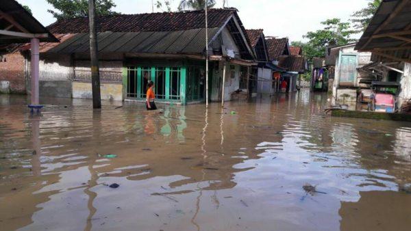 dua-desa-di-kecamatan-sidareja-terendam-banjir-1