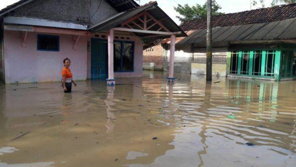 dua-desa-di-kecamatan-sidareja-terendam-banjir-3