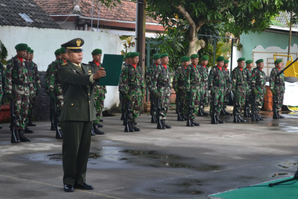 danramil-080403-panekan-pimpin-upacara-peringatan-hari-pahlawan-10-november-2016-3