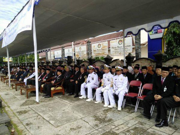 gubernur-ganjar-pranowo-pimpin-upacara-hari-pahlawan-di-cilacap-4