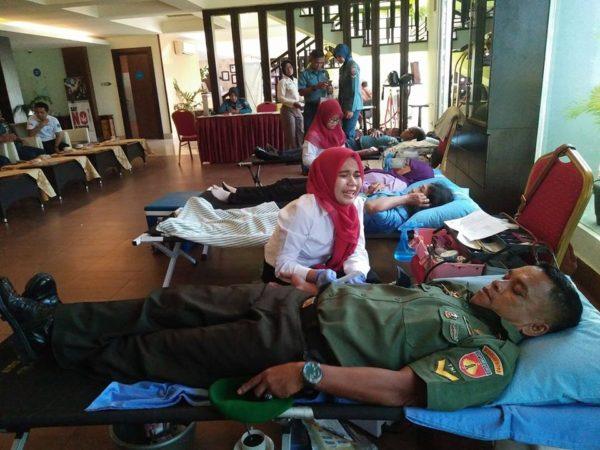 peringatan-hut-ke-71-armada-ri-kodim-cilacap-ikuti-donor-darah-4