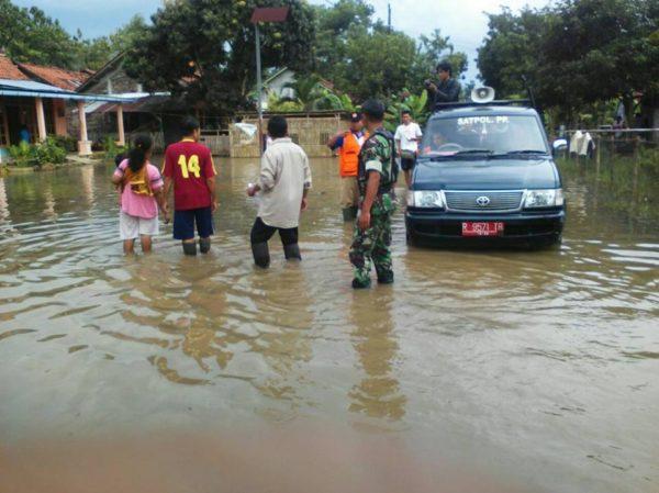 sungai-cikawung-meluap-rendam-5-dusun-desa-bantar-3