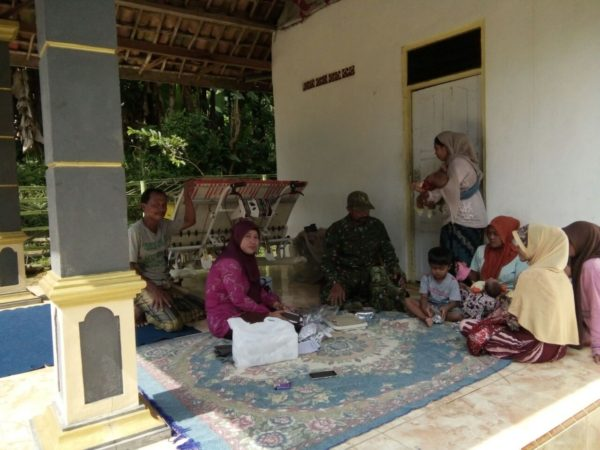 4-babinsa-koramil-konang-bangkalan-pendampingan-safari-program-kb