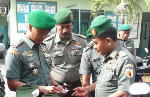 5-dandim-0830-periksa-kelengkapan-kendaraan-anggota