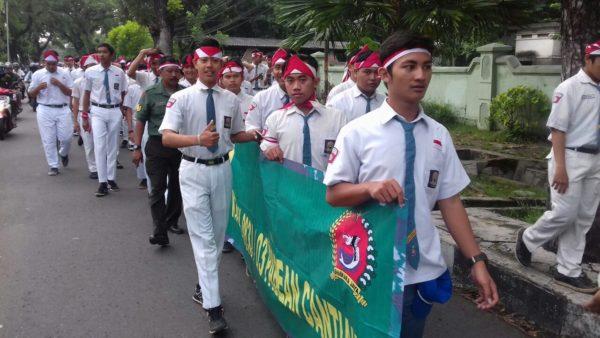 5-kodim-0830-dan-masyarakat-ikuti-parade-apel-nusantara-bersatu-4