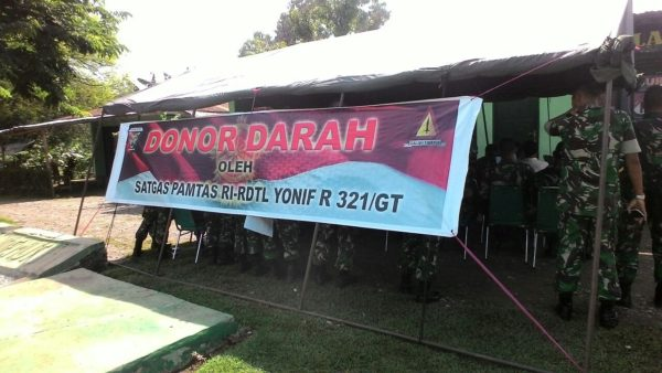 6-satgas-yonif-raider-321-adakan-donor-darah-4