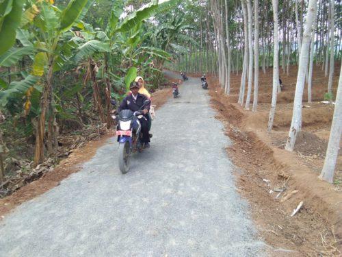 Penampakan Jalan Desa Durenombo Selepas di Kerjakan Satgas TMMD
