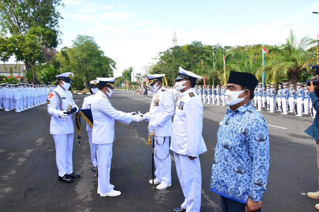 Gubernur AAL Pimpin Upacara Wisuda Purna Bhakti Personel AAL